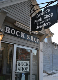 Dondero's Rock Shop & Frostfire Jewelers, side alley off of Main St., White Mtn. Hwy., North Conway, N.H.